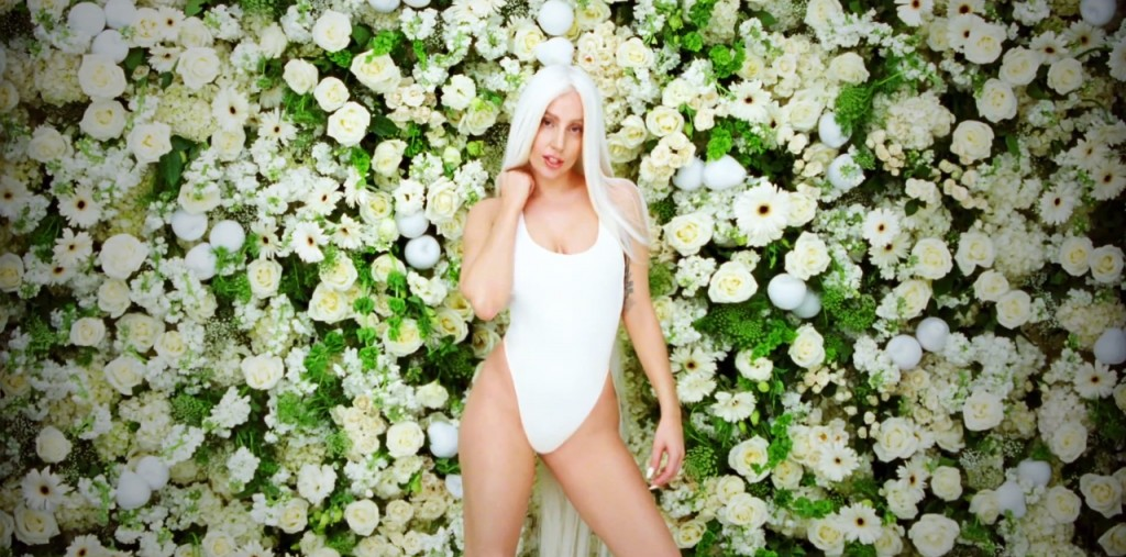 lady-gaga-guy-flowers