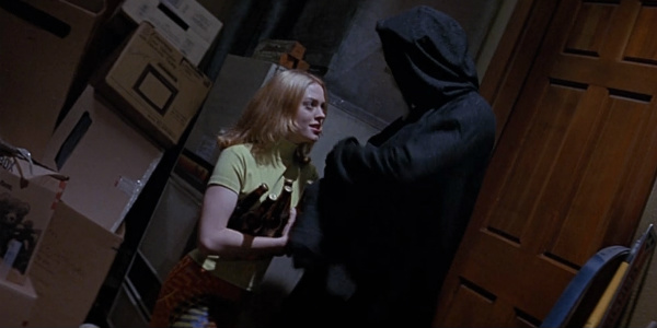 wes-craven-Rose-McGowan-Scream-Garage-Scene
