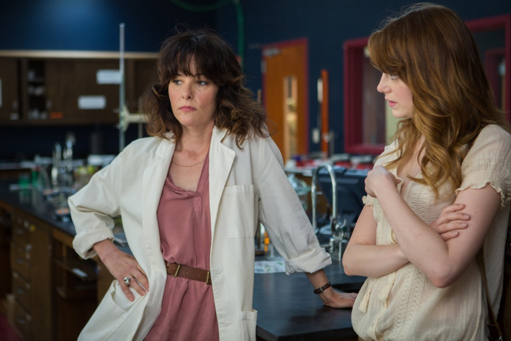 Left to right: Parker Posey as Rita and Emma Stone as JillPhoto by Sabrina Lantos © 2015 Gravier Productions, Inc., Courtesy of Sony Pictures Classics
